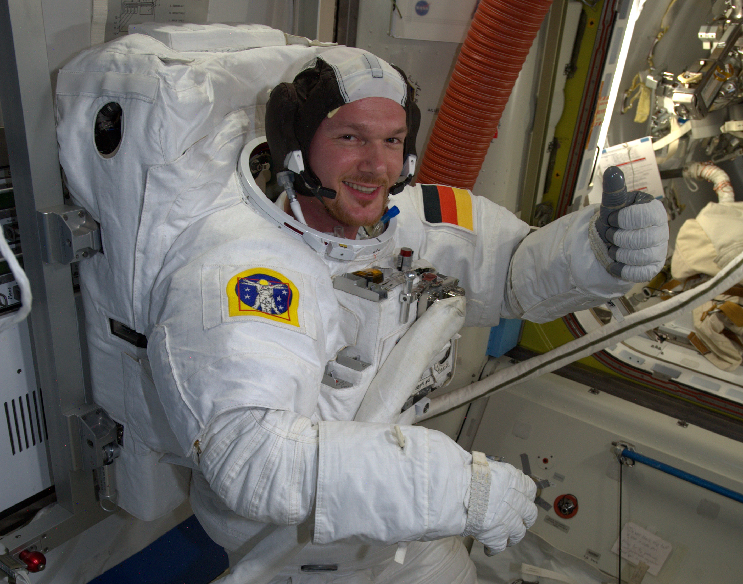 Thumbs-up_for_spacewalk